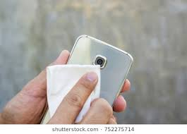 cleaning your cell phone lens