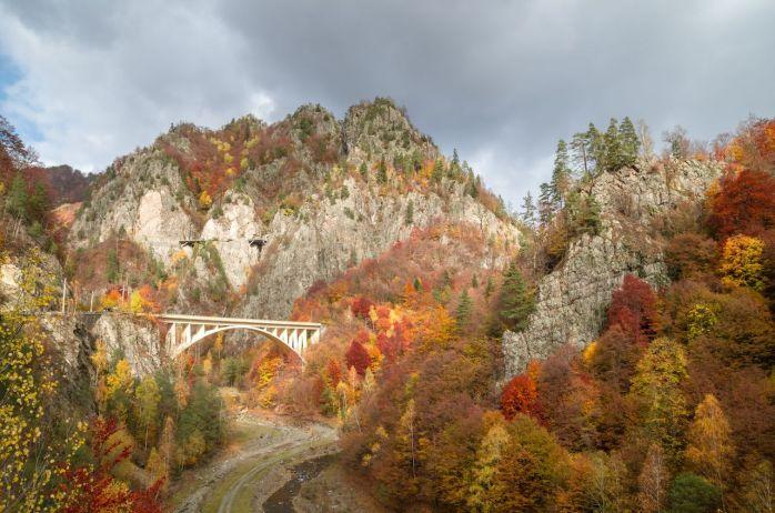 Transfagarasan-road-in-fall