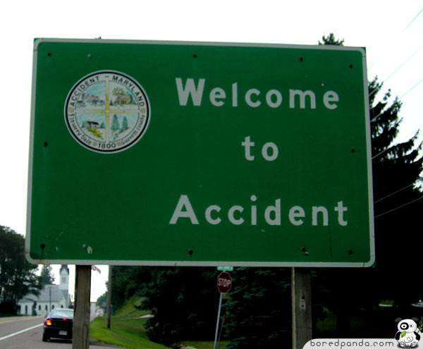 Funny-Signs-Accident-23