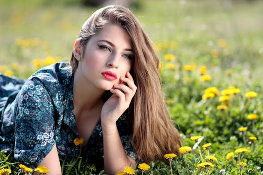 girl-dandelion-yellow-flowers-160699